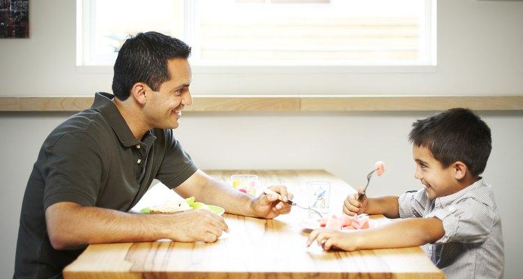 Cuando los padres establecen límites, muéstrales respeto al no cruzar las líneas.