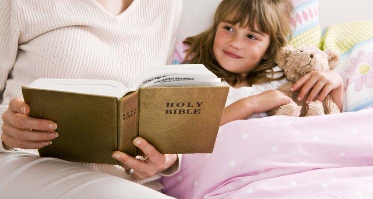 La Biblia está llena de muchas historias interesantes que fascinan a los niños.