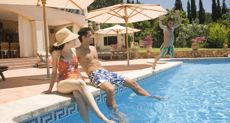 Mantenha os azulejos da sua piscina sem calcificação