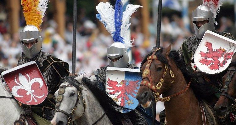 Cavaleiros carregavam escudos para proteção e identificação