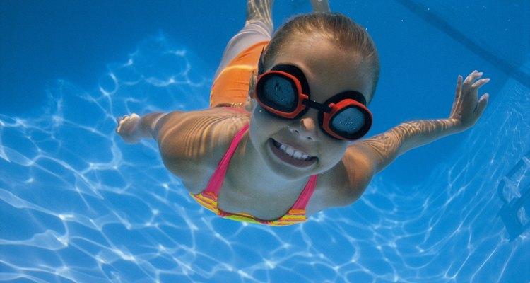 A pressão da água da piscina vem do peso dela