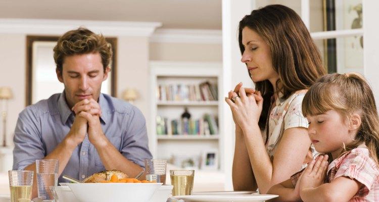 """La esposa cristiana se supone que es una figura de la iglesia que debe """"alimentar e instruir a sus hijos""""."""