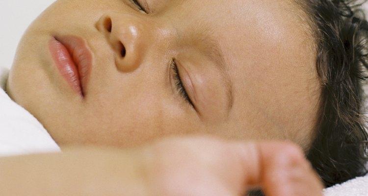 Puede haber un mayor riesgo de muerte súbita en los niños que descansan sobre sus estómagos.