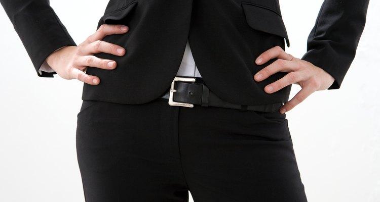 Mulheres de troncos curtos devem usar jeans de cintura baixa para criar a ilusão de um quadril mais abaixo