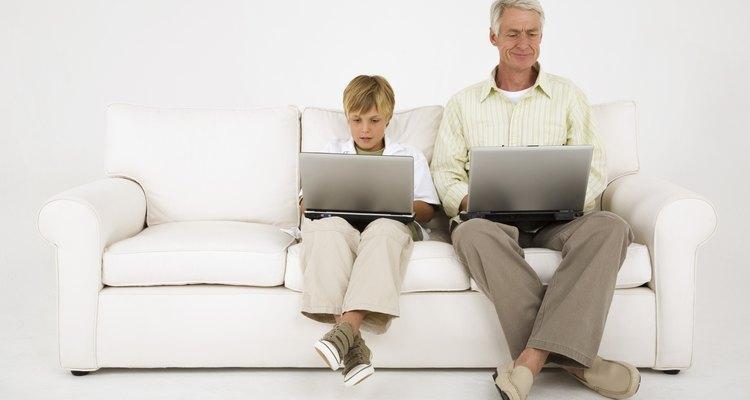 Facebook te permite comunicarte con tu hijo, averiguar lo que está pasando en su vida y supervisar su uso de Internet.