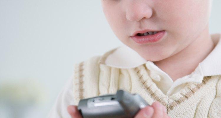 Los niños con Asperger pueden ver videos en dispositivos manuales, que los ayudará a encajar con sus compañeros.