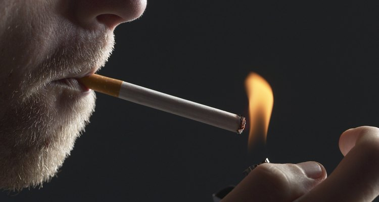 Quita el olor de los cigarrillos usando artículos de tu casa.