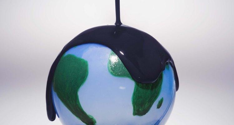 Más de 700 millones de galones de petróleo contaminan los océanos cada año.