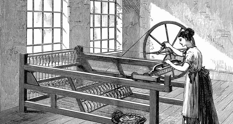 A máquina de fiar de fios múltiplos [Spinning Jenny, em inglês] permitia que um operário fizesse o trabalho de muitos