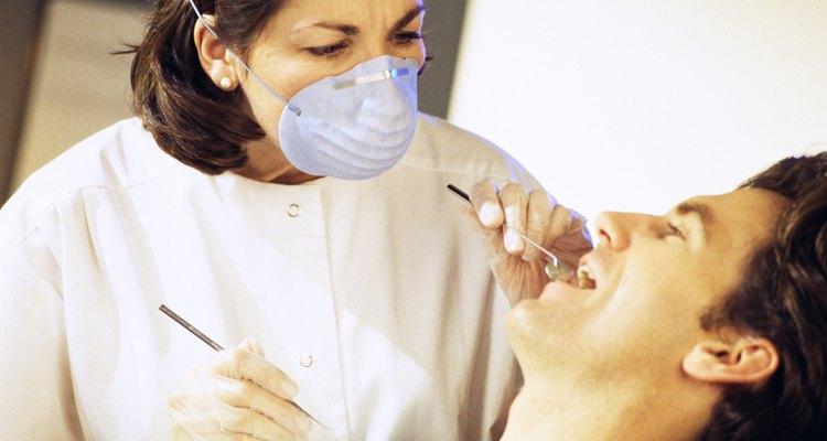 Muitas vezes pode ocorrer inchaço após uma cirurgia de implante dentário