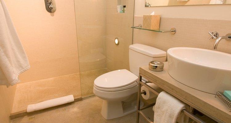 Puedes ver fácilmente a través de las puertas de vidrio de las duchas libres de calcio.