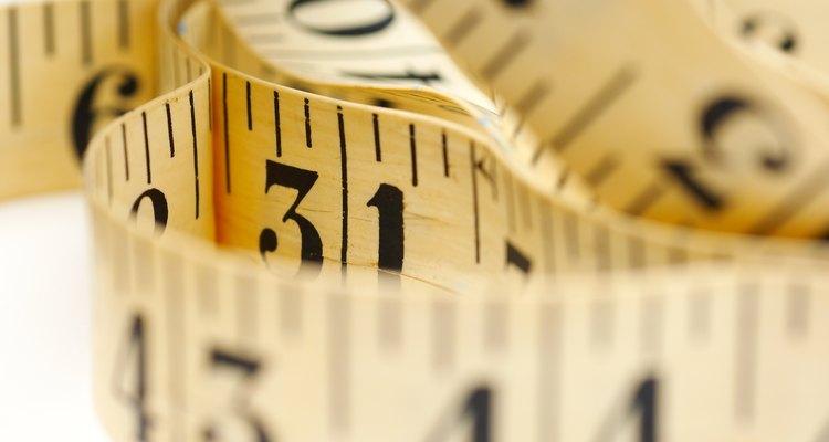 Uma fita métrica para roupas é essencial para saber o comprimento da costura interna
