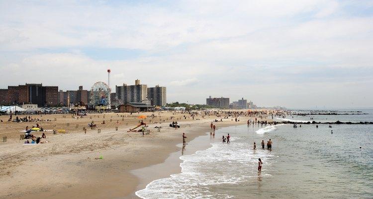 No olvides tomar unas verdaderas vacaciones por tu cuenta: juega al turista en alguna playa desconocida.