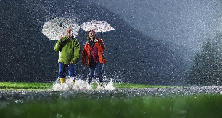 Impermeabilizar seu casaco é uma boa ideia para evitar transtornos com o clima
