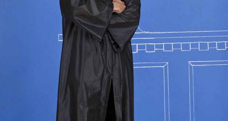 Use uma longa túnica preta