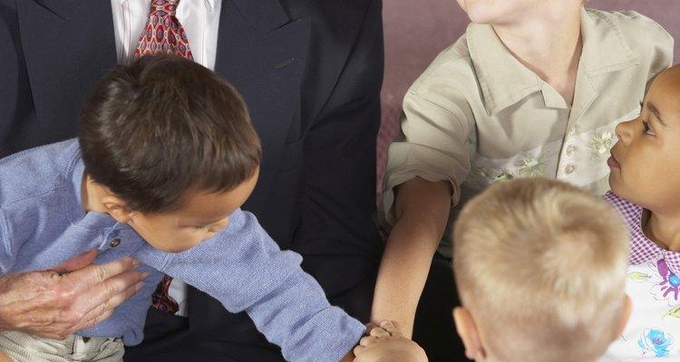 Un niño puede honrar al pastor con una palabra amable o un regalo.
