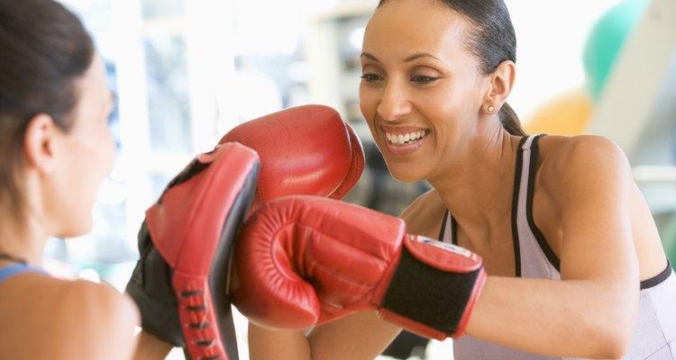 Mulheres treinando boxe