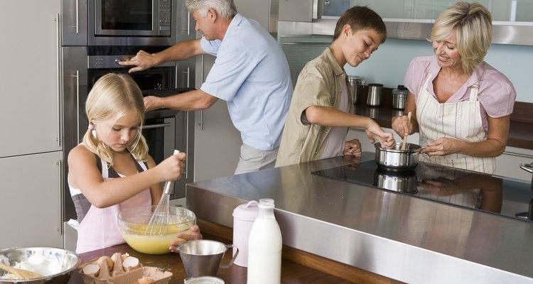 O papel filme é um item muito comum nas cozinhas