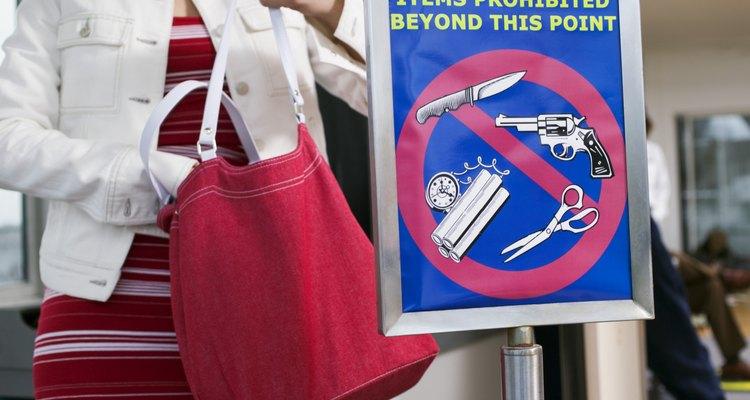 Órgãos nacionais e internacionais determinam quais objetos podem ser perigosos em um voo