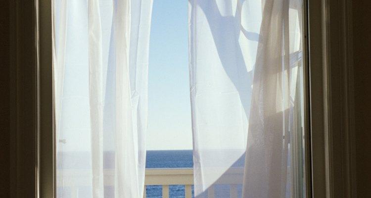 Las ventanas con auto-oscurecimiento eliminan la necesidad de cortinas para ocultar.