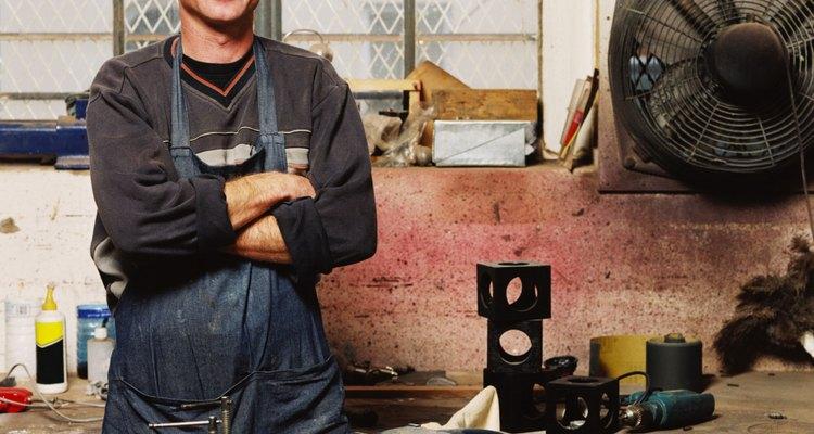 Tomar providências para garantir a sua segurança é o primeiro passo para cortar um tubo de fibra de vidro.