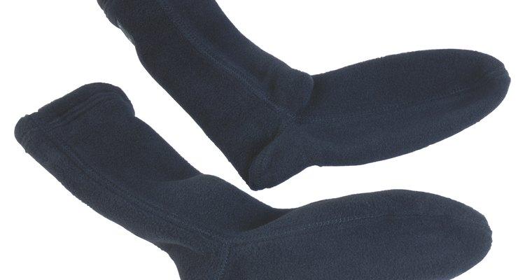 Meias pretas de algodão são perfeitas para serem transformadas em botas tabi