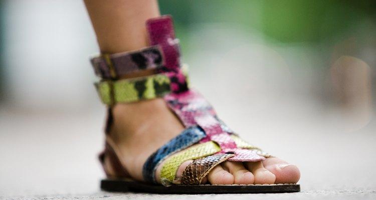 Sandálias não terão mal cheiro se você mantiver-las limpas e secas.