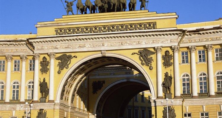 Una persona tiene derecho de registrarse como ciudadano de la Federación Rusa después de cinco años de su cumpleaños 18.