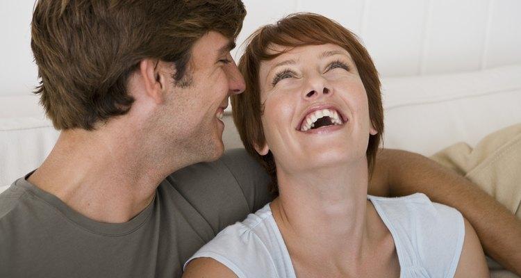 Coquetear con tu novio también te puede hacer sentir bien a ti.