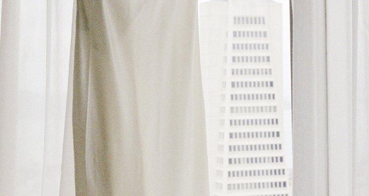 Una parte superior retorcida puede ser el toque necesario para embellecer un simple jumper.