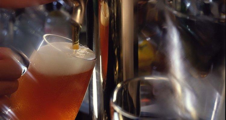 A destilação é importante nas industrías de alimentos e bebidas