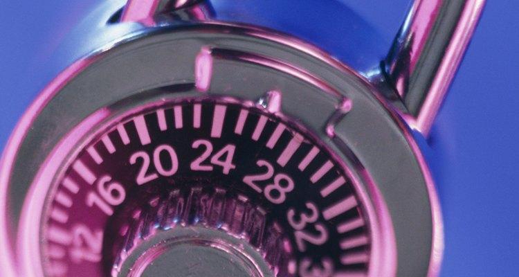Si olvidaste la combinación de tu Master Lock, averíguala mediante prueba y error.
