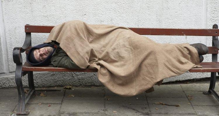 Las organizaciones benéficas a lo largo del país buscan cubrir las necesidades de las personas indigentes.