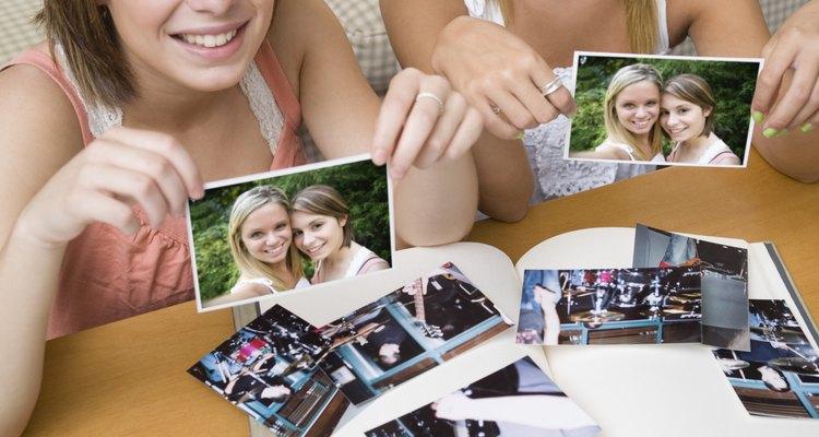 Organize as fotos de você e seu melhor amig a fim de criarem um álbum juntos