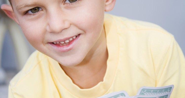 Los juegos de turnos con los preescolares les ayuda a aprender modales.