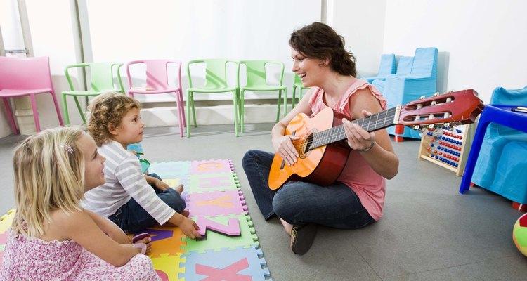 Las canciones son una manera de enseñar a los niños en edad preescolar acerca de la rima.