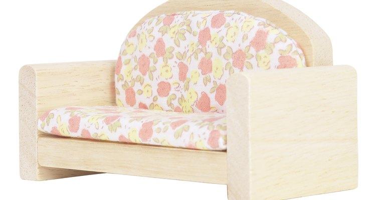 Almofadas podem ser revestidos para dar ao sofá uma nova aparência