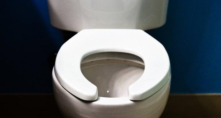 Um barulho sempre que um vaso sanitário ou pia forem usados pode ser sinal de ar preso nos canos