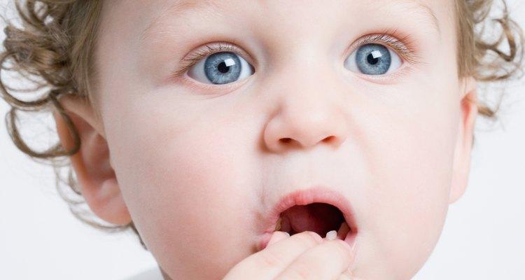 No hay ningún daño si tu niño pequeño se come la manualidad de Cheerios.
