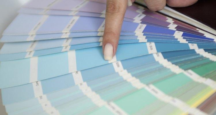 Elige un color que contraste fuertemente con las paredes, pero que sea en tonos de tierra neutros.