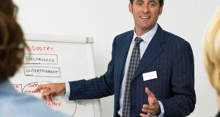 Un coordinador de marketing debería tener buenas habilidades de comunicación y conocimiento de negocios.