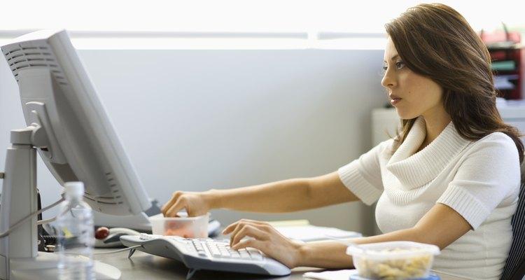 Crie um relatório de transferência detalhado para alguém assumir seu cargo