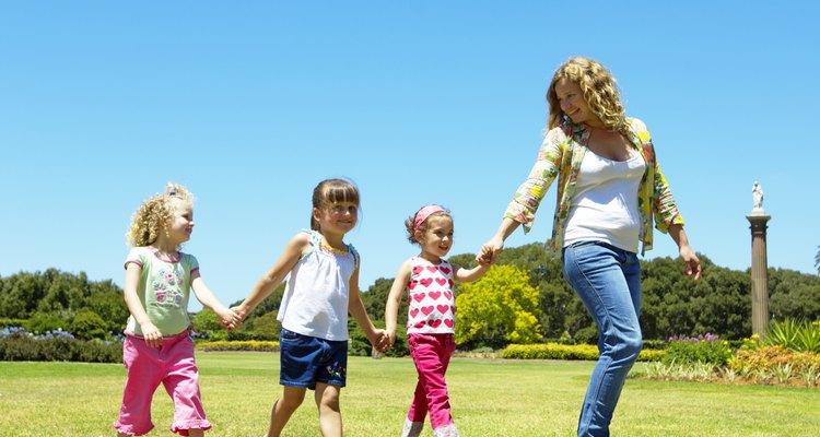 Las niñeras tienen derecho al salario mínimo, según lo dispuesto por las leyes federales y estatales.