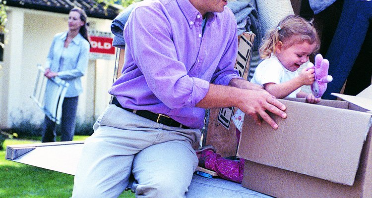 Um kit com itens para ocupar as crianças seria um bom presente de mudança