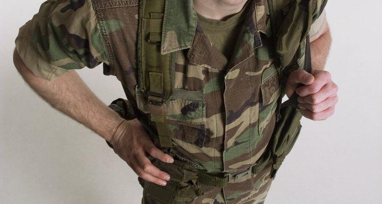 El Ejército de los EE.UU., la Armada, la Infantería de Marina, la Fuerza Aérea y la Guardia Costera reclutan reservistas en preparación para tiempos de guerra.