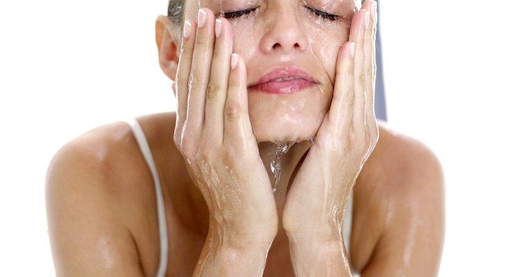 Aprende cómo limpiar el rostro después de un peeling químico.