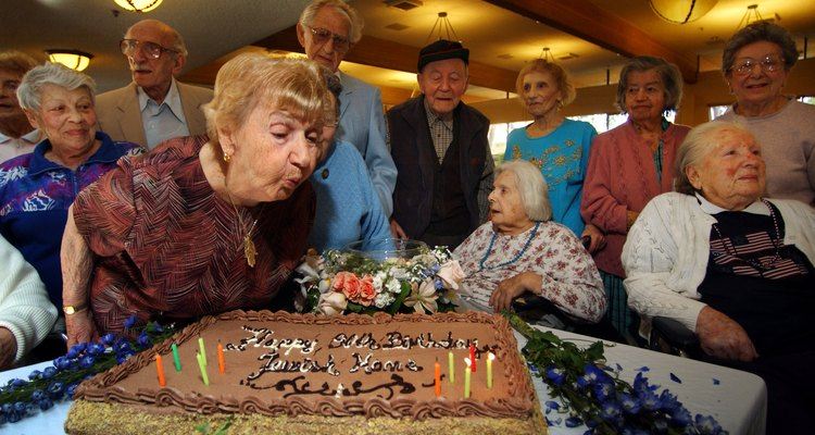 90 Year-Olds Celebrate Jewish Home's 90th Birthday