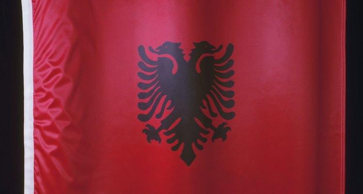 La bandera nacional de Albania es sencilla, pero sumamente simbólica.