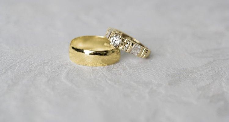 Você pode derreter um anel de ouro com bórax para fazer um pingente ou outro acessório