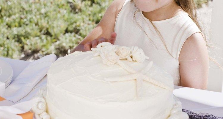 Meça os ingredientes com precisão e evite bater os bolos em excesso